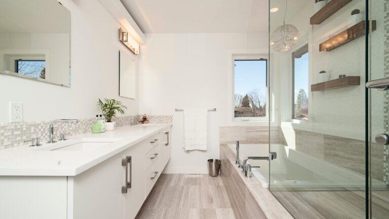Nowoczesne łazienki za sprawą włoskich lamp