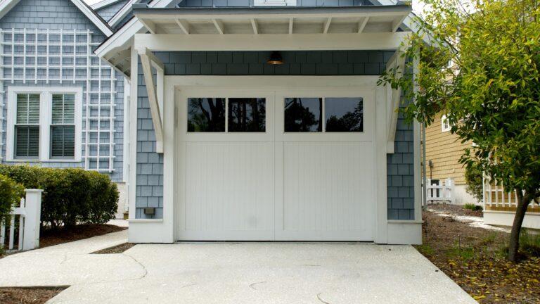 Brama garażowa przed czy po wylewkach?